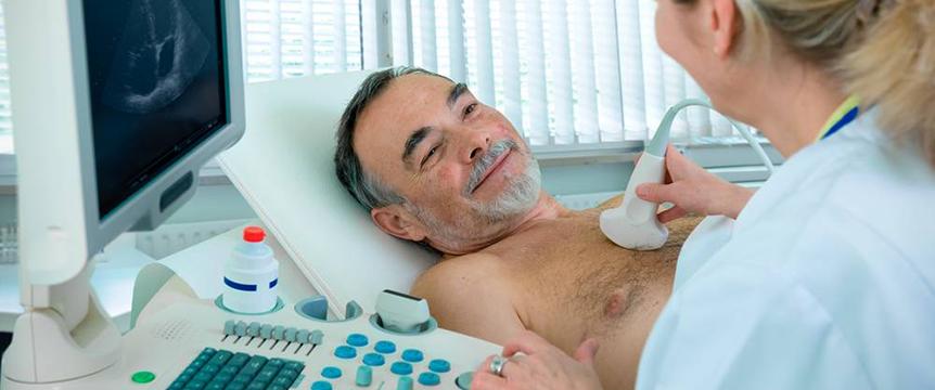 Процесс проведения УЗИ плевральной полости (легких)